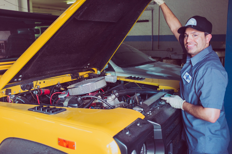 Professionnel de l'automobile : Comment bien choisir sa tenue de travail